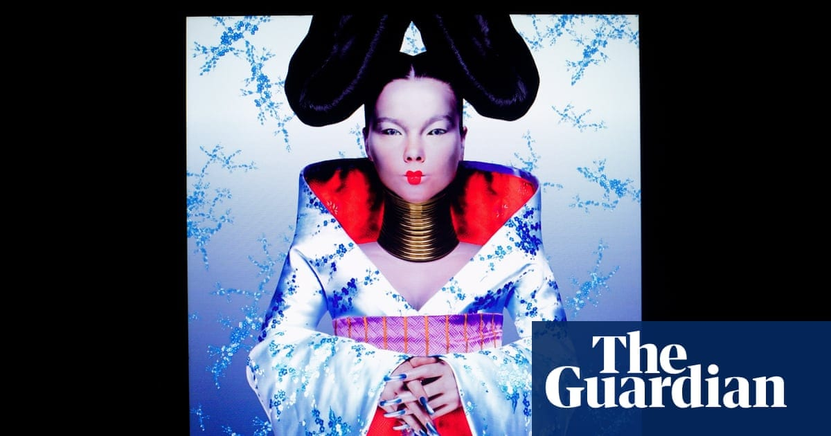 V&A hosts Europe's first major exhibition on kimono | Fashion | The Guardian