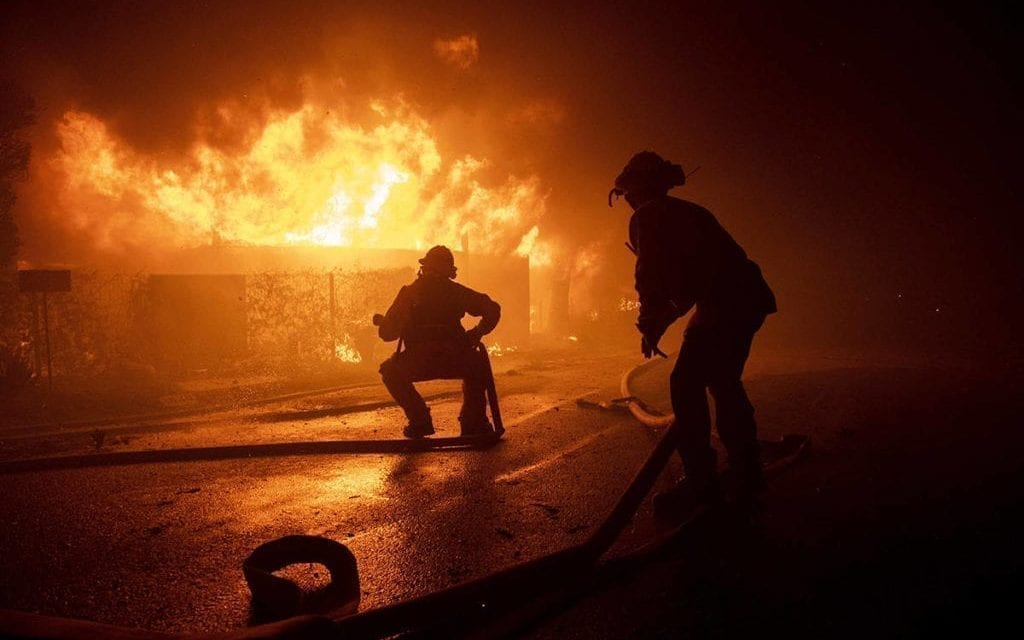 Los Angeles wildfire forces residents, celebrities to flee