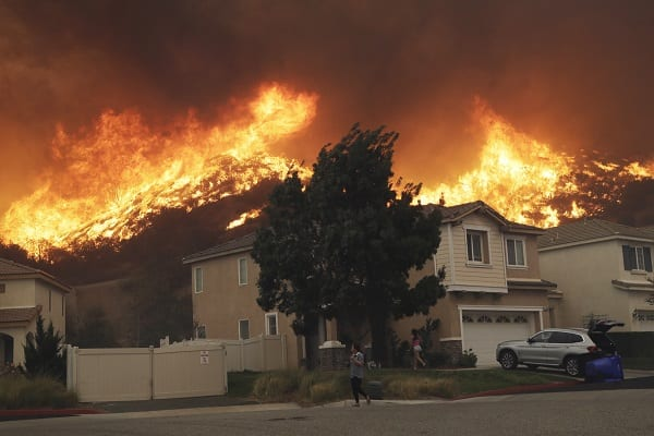 Celebrities, Residents Flee from Los Angeles Wildfire
