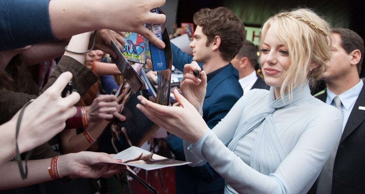 18 Celebrities Who Are Not on Social Media