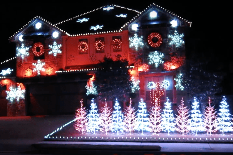 Texas Homeowner Syncs Christmas Lights to Alabama Fight Song