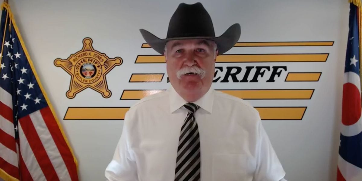 Ohio sheriff goes viral after volunteering to help anti-Trump celebrities leave the country
