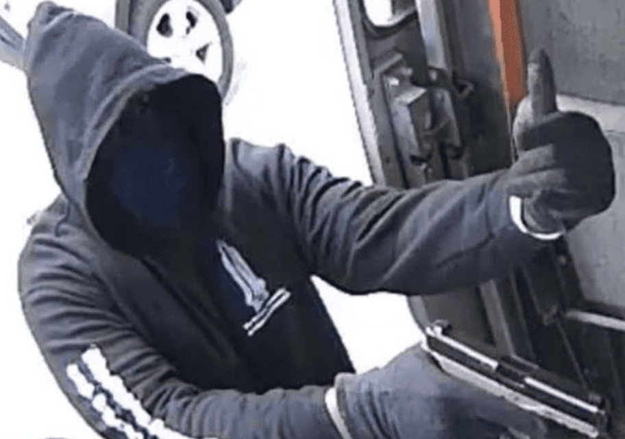 Gangs target moving trucks 'Fast and Furious' style to steal popular PlayStation 5 consoles, D.C. drivers hit by armed robberies
