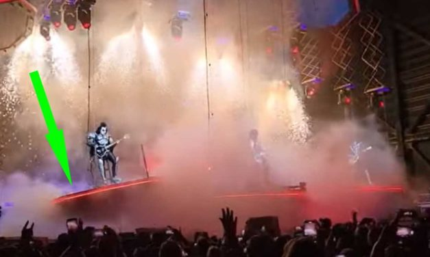 Gene Simmons survives Spinal Tap-style platform failure, carries on heroically   Louder